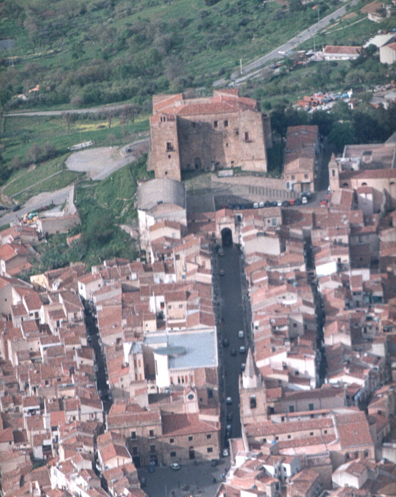 Foto aerea dell'area castellana nei primi anni 2000