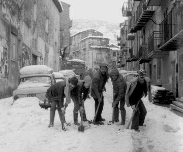 La via Roma dopo la nevicata dell'81