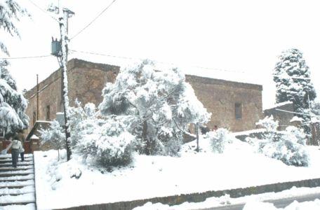 L'ex abbazia di Santa Maria del Parto imbiancata dalla nevicata del '92