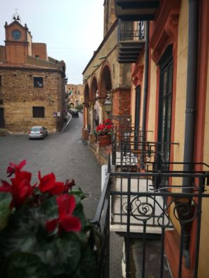 Balcone con vista sulla piazza Margherita